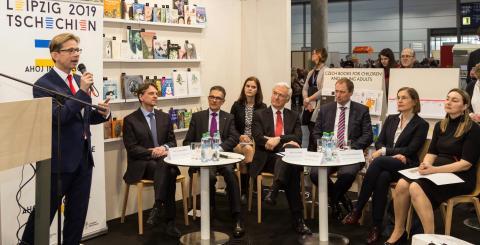 Martin Krafl begrüßt die Teilnehmer der Pressekonferenz in Leipzig